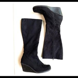 What's What black wedge light boots